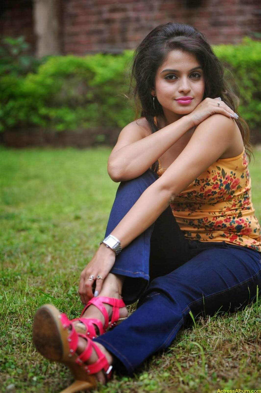 Sheena_Shahabdi_Actress (16)