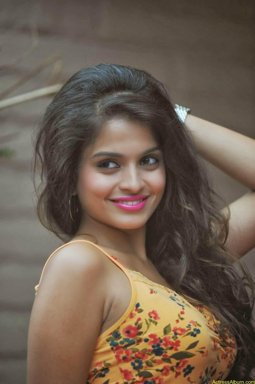 Sheena_Shahabdi_Actress (2)
