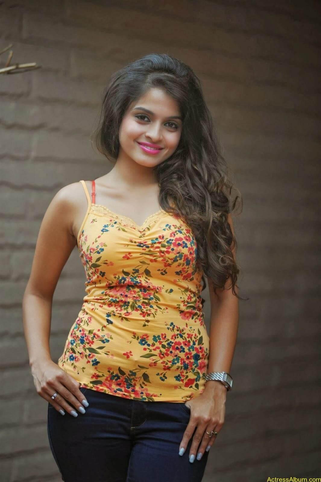 Sheena_Shahabdi_Actress  (4)