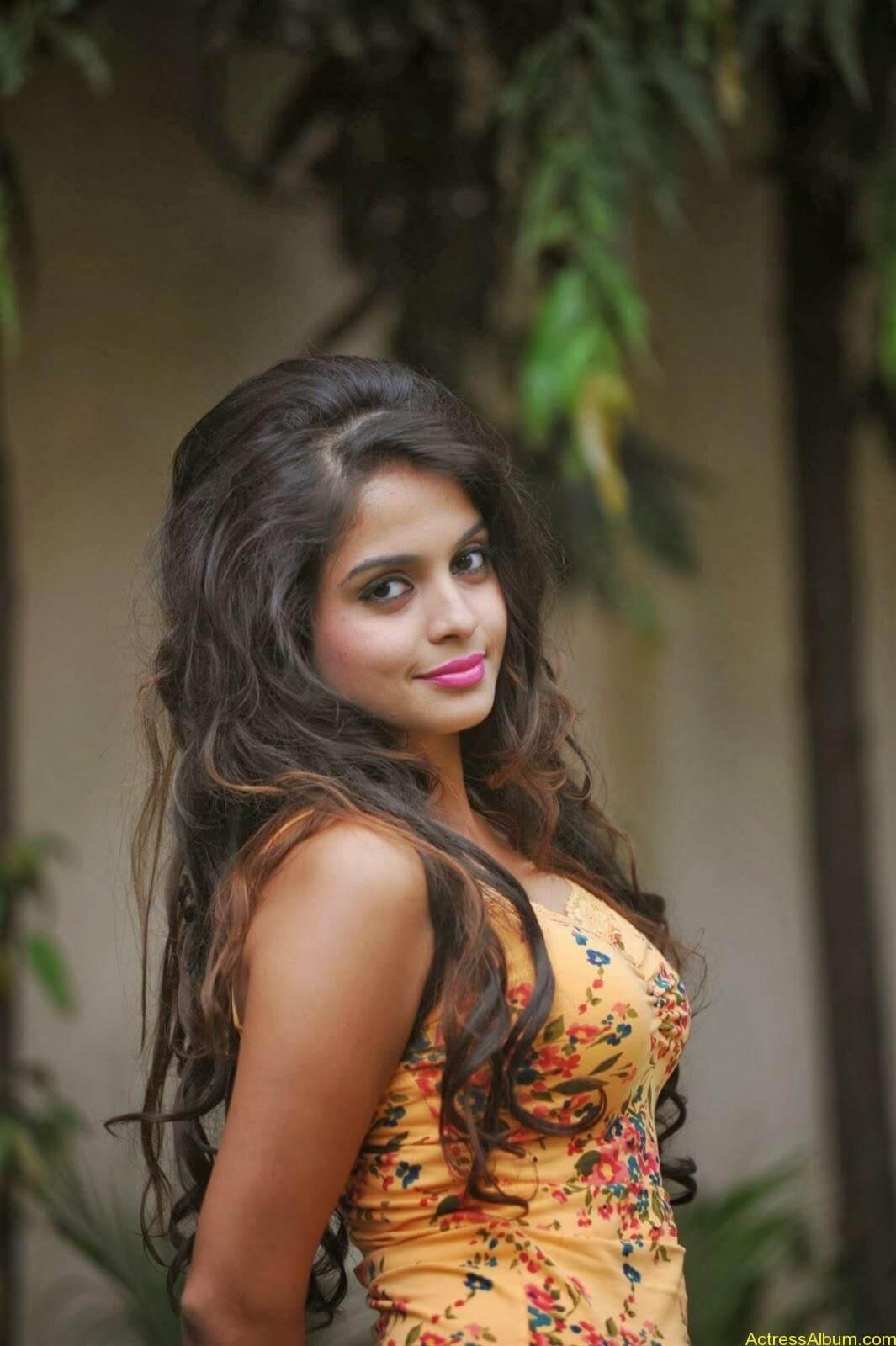 Sheena_Shahabdi_Actress  (7)