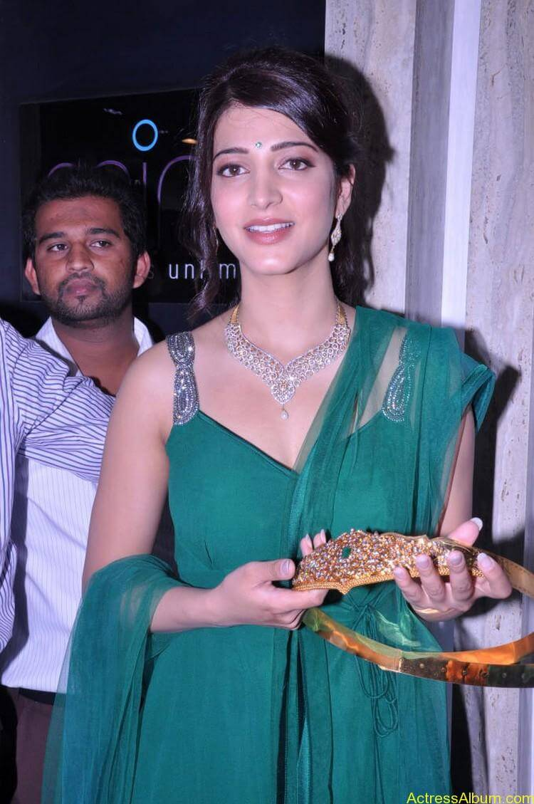 Shruti Haasan In Malabar Gold Showroom Launch (10)