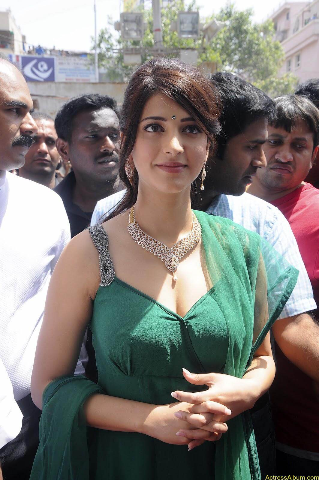 Shruti Haasan In Malabar Gold Showroom Launch (11)