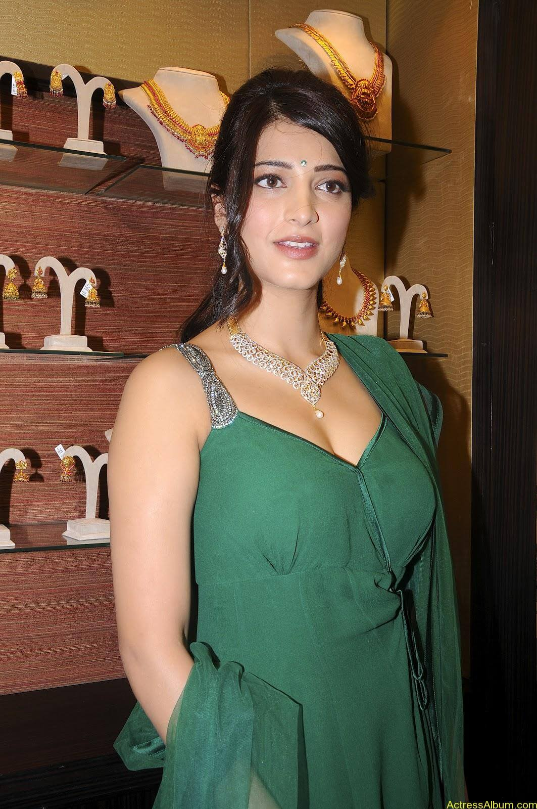Shruti Haasan In Malabar Gold Showroom Launch (13)