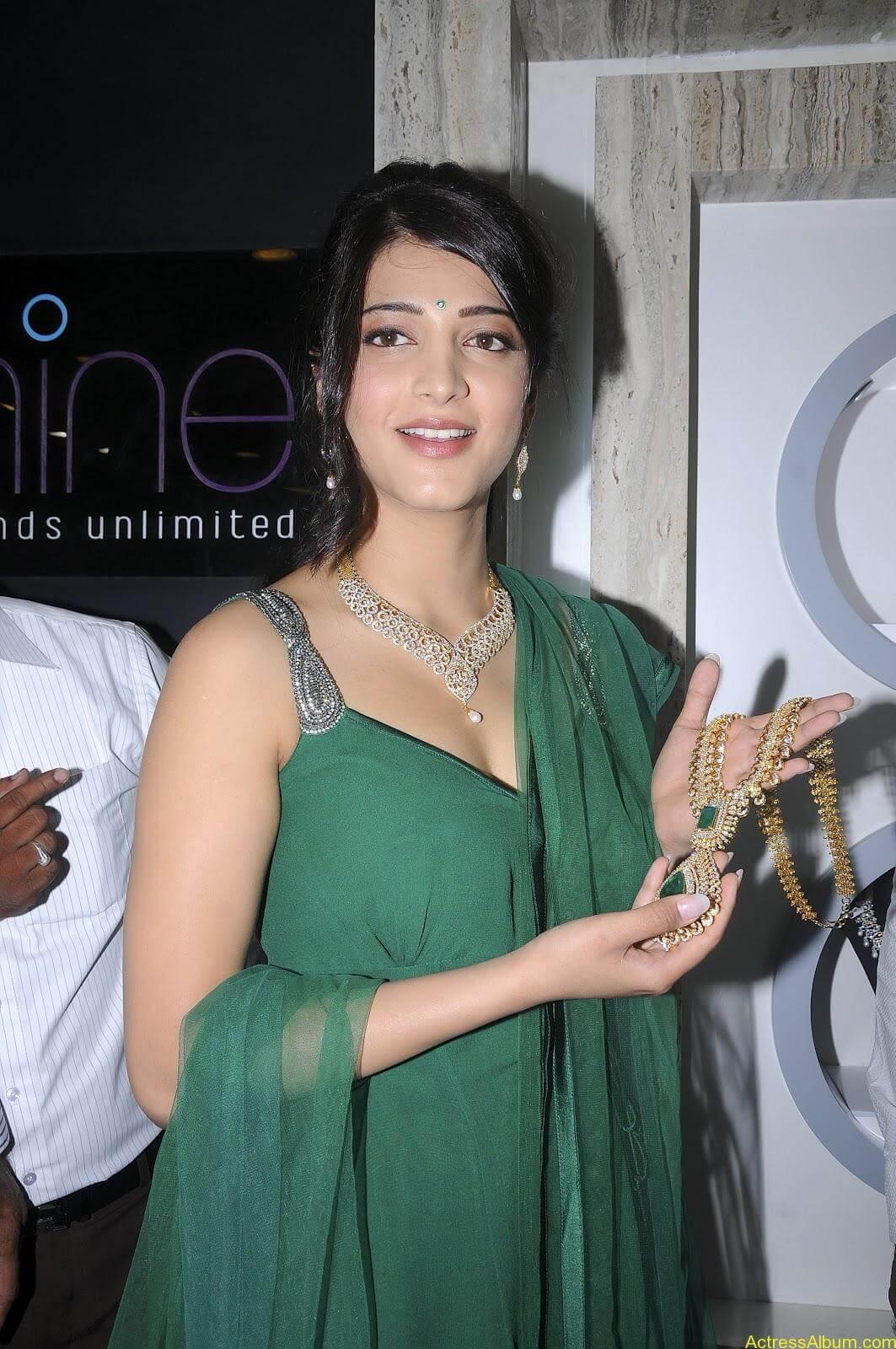 Shruti Haasan In Malabar Gold Showroom Launch (15)