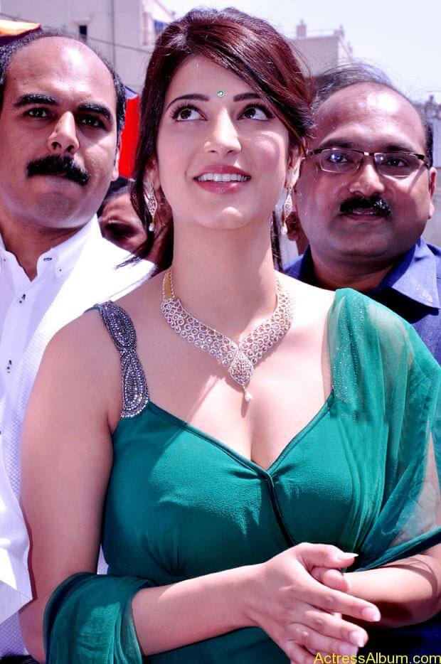 Shruti Haasan In Malabar Gold Showroom Launch (3)