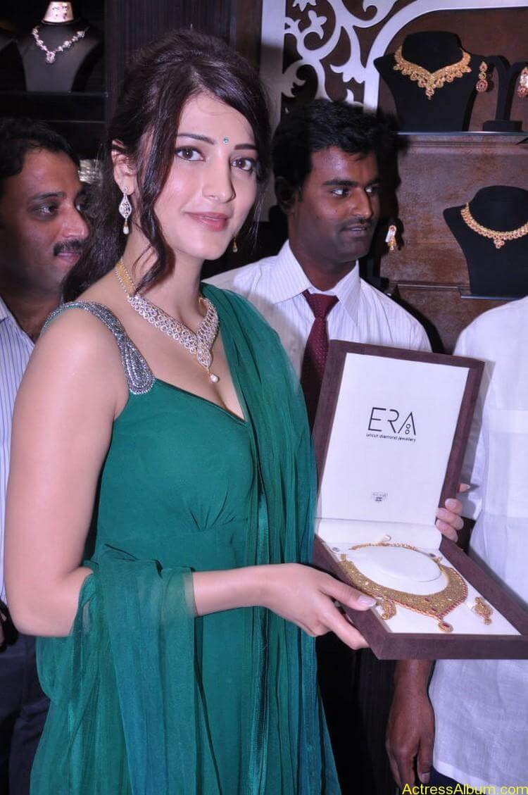 Shruti Haasan In Malabar Gold Showroom Launch (31)