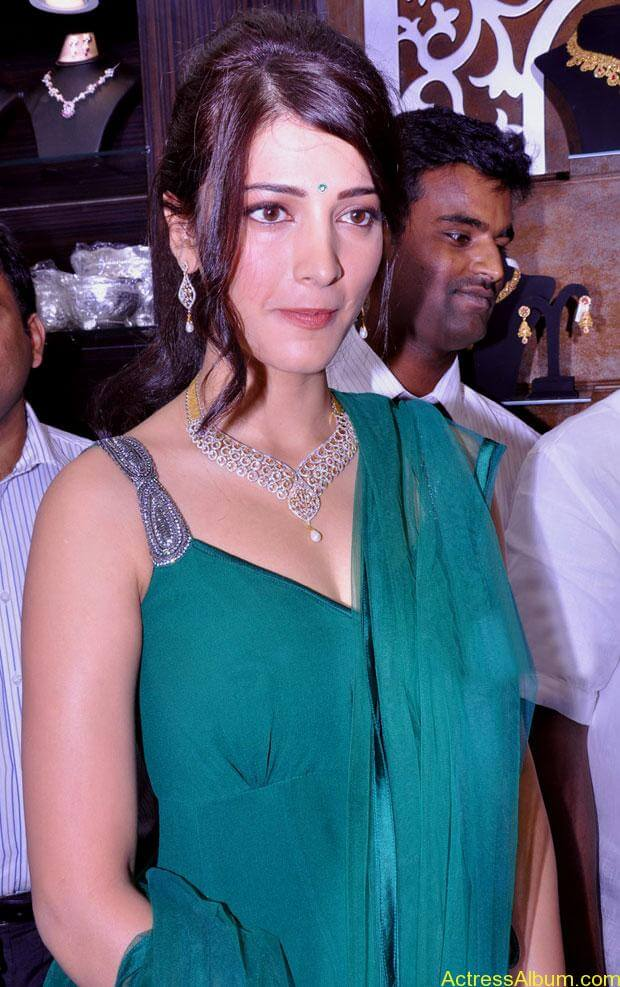 Shruti Haasan In Malabar Gold Showroom Launch (32)