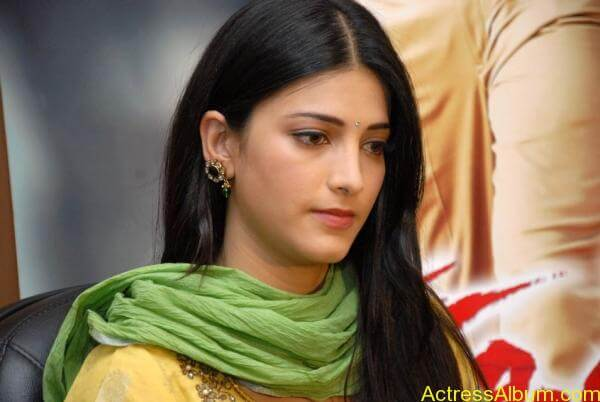 Shruti Hassan (11)