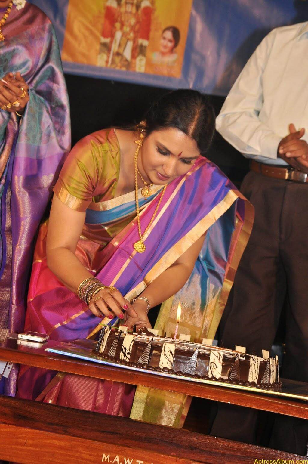 Sukanya Cute Saree Pics (5)