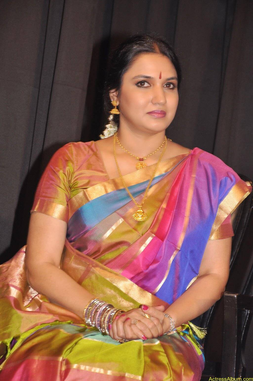 Sukanya Cute Saree Pics (6)