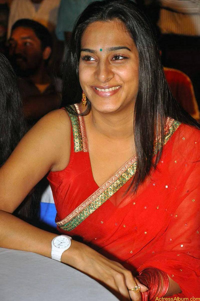 surekha-vani-hot-stills-in-red-saree (7)