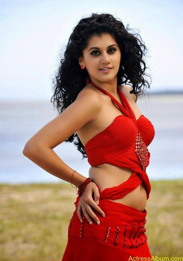 Tapsee_01