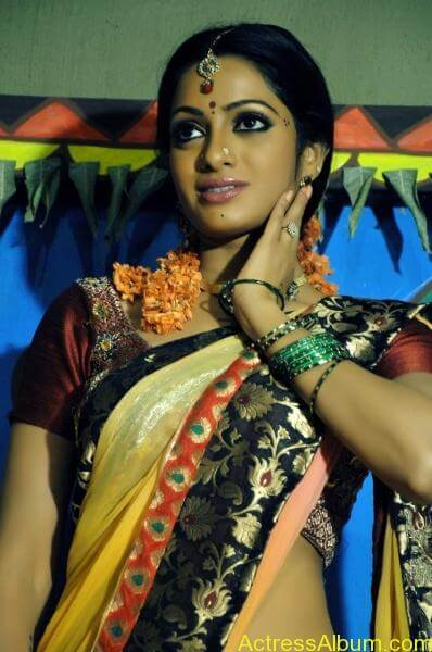 udaya-bhanu-hot-stills-in-madhumathi-_5_