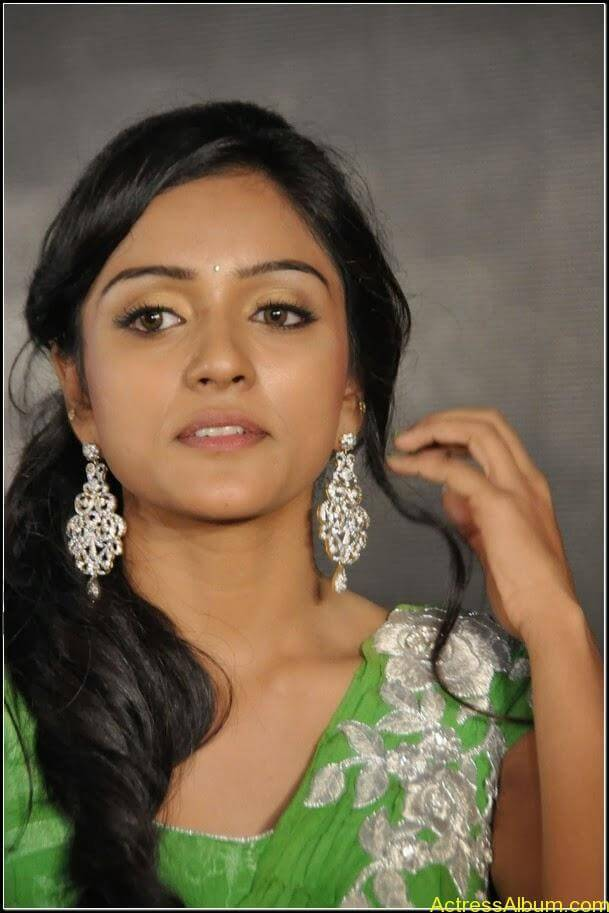 vithika sheru Hot stills 8