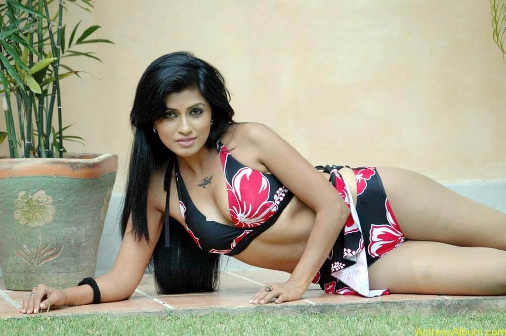 Aarthi Puri hot photos stills (5)