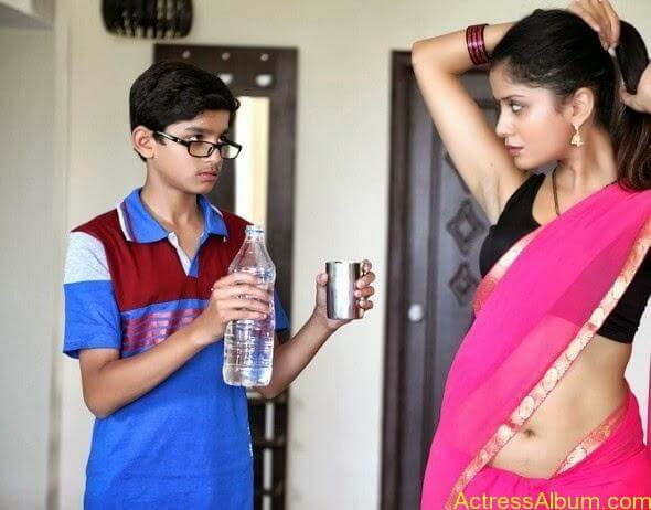 Actress Anushkriti hot Photos (5)