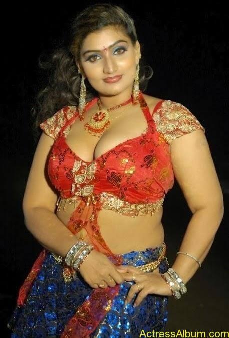 Actress Babilona Hot Cleavage Photos Gallery 3