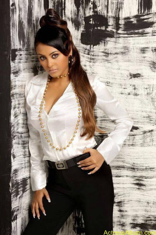 Actress Meenakshi latest stills (1)