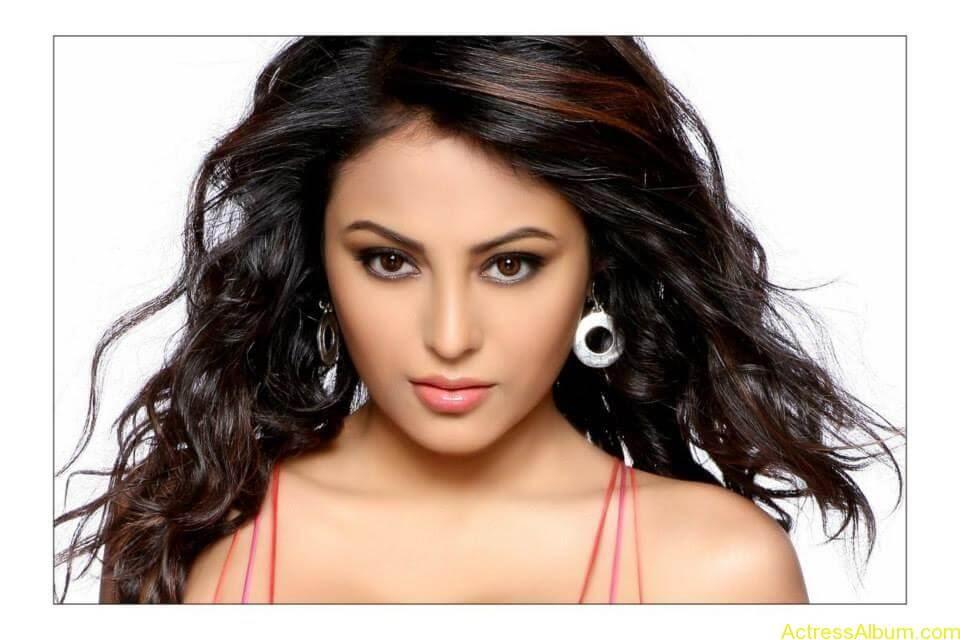 Actress Meenakshi latest stills (12)