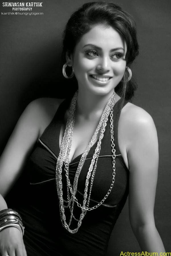 Actress Meenakshi latest stills (7)