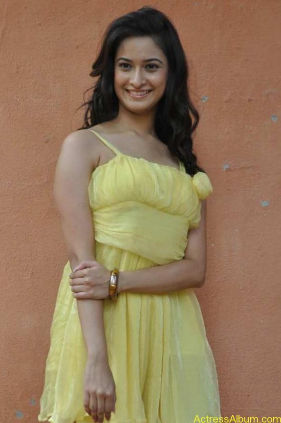 actress mrudhula hot photos (1)
