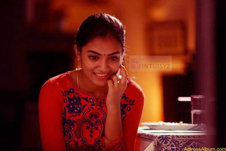 Actress Nazriya Nazim hot 9