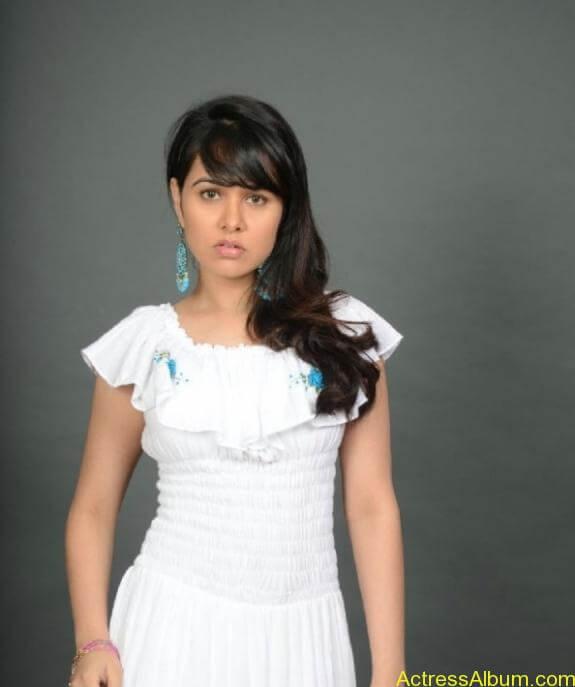 actress nisha kothari photos (1)