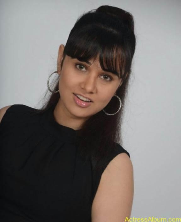 actress nisha kothari photos (13)