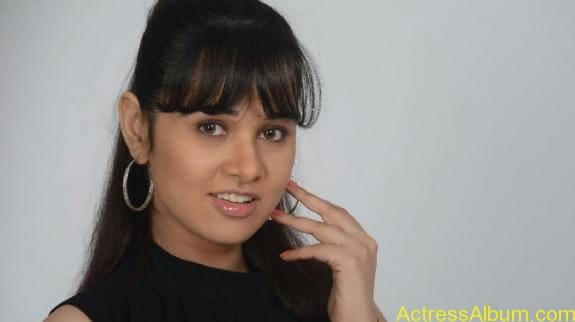 actress nisha kothari photos (14)