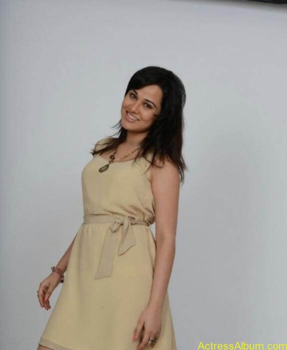 actress nisha kothari photos (15)