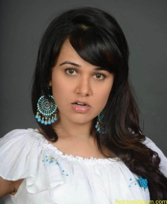 actress nisha kothari photos (2)