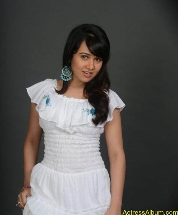 actress nisha kothari photos (5)