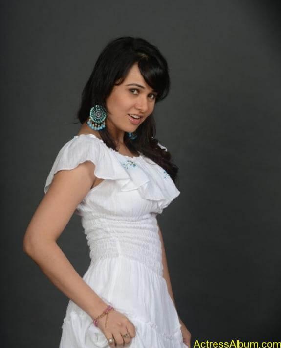 actress nisha kothari photos (6)