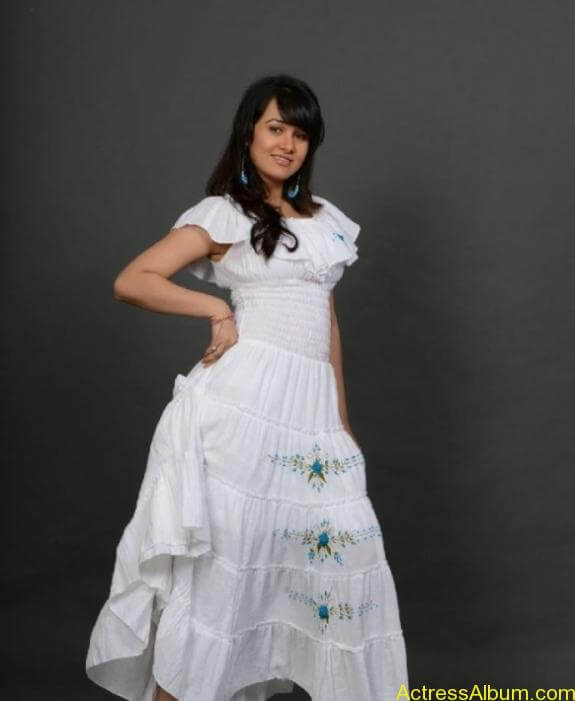 actress nisha kothari photos (8)