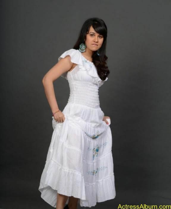 actress nisha kothari photos (9)