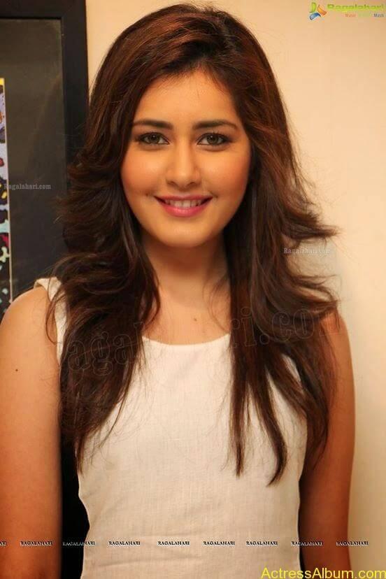 Actress Rashi Khanna Hot Dress Photos 3