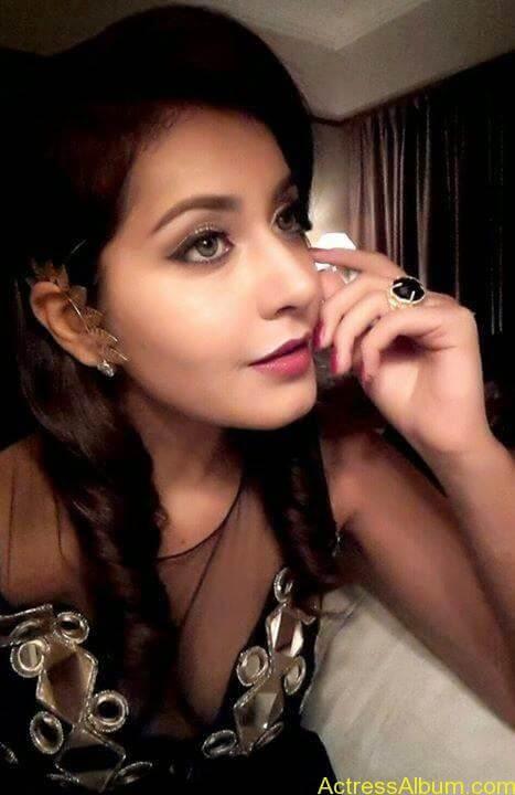 Actress Rashi Khanna Hot Dress Photos