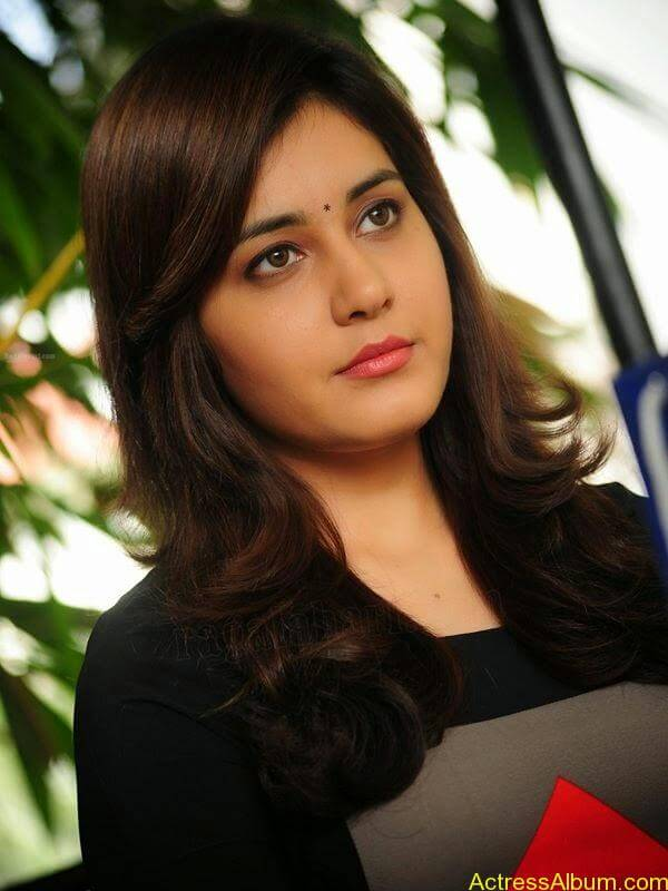 Actress Rashi Khanna Hot N Sexy Pics10