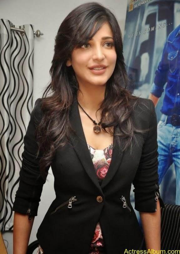 Actress shruti hassan photos stills (1)
