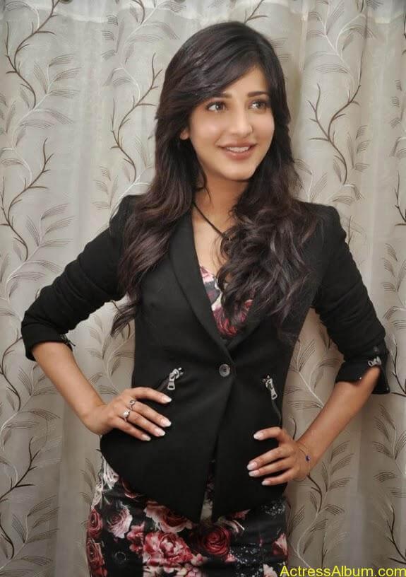 Actress shruti hassan photos stills (2)