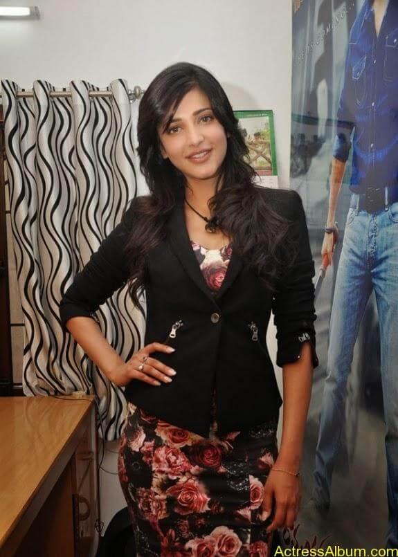 Actress shruti hassan photos stills (3)