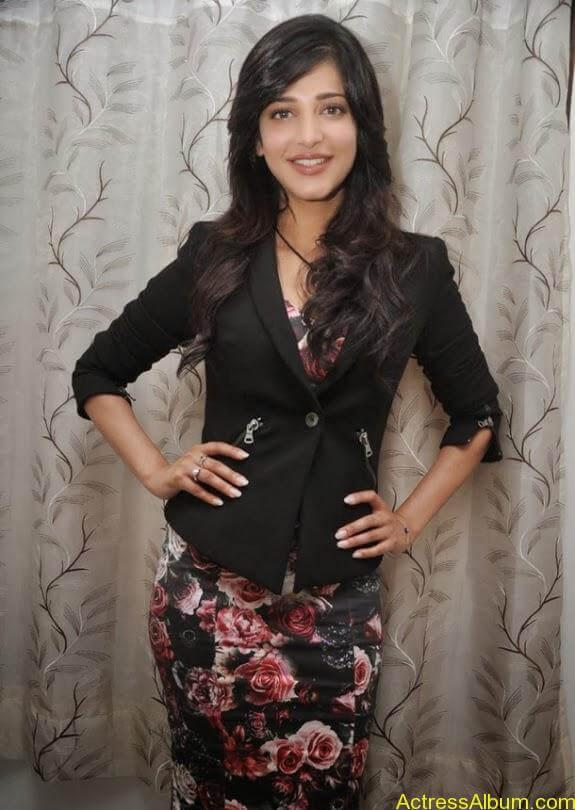 Actress shruti hassan photos stills (4)