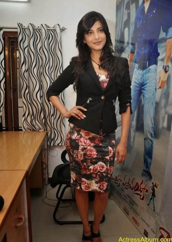 Actress shruti hassan photos stills (5)