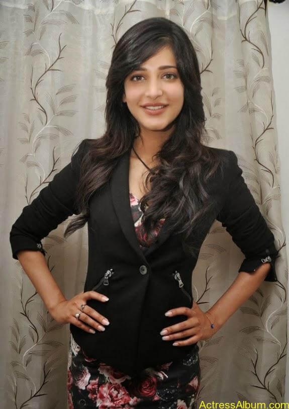 Actress shruti hassan photos stills (6)