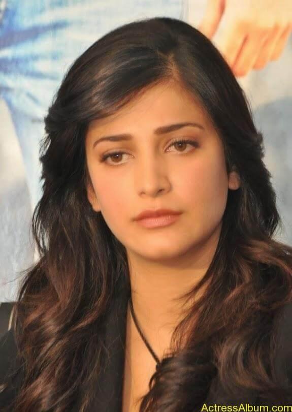 Actress shruti hassan photos stills (8)