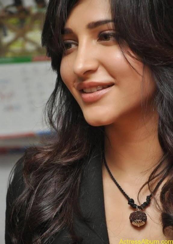 Actress shruti hassan photos stills (9)