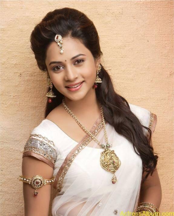 actress suza kumar hot photos (1)