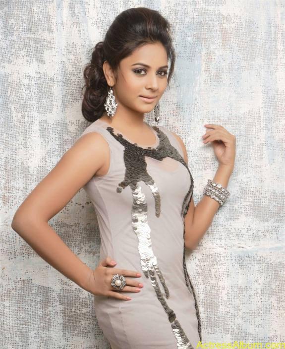 actress suza kumar hot photos (24)