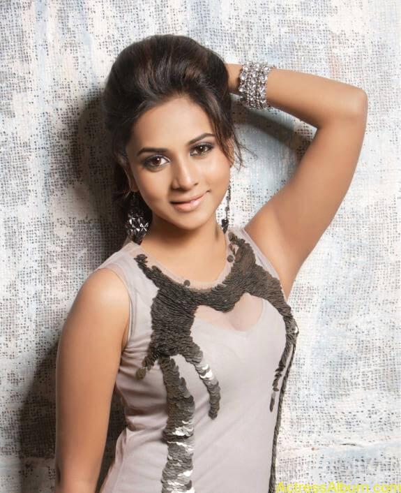 actress suza kumar hot photos (25)