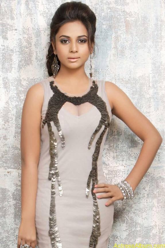 actress suza kumar hot photos (26)